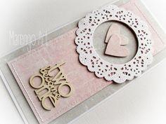 Przestrzenna kartka w szarości i różu, z dodatkiem białej rozety, zdobiona delikatnymi przeszyciami oraz przestrzennym tekturowym napisem *two become one*.  Do kupienia w butiku online Madame Allure!