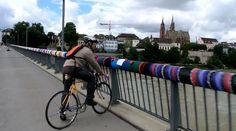 Piramos nisso: guerrilha de tricô em Basel, na Suíça