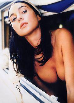 Monica Bellucci www.vip-eroticstore.com