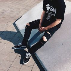 Men that are dominating the Grunge Scene - Goteo Grunge Outfits, Boy Outfits, Casual Outfits, Cute Outfits, Fashion Outfits, Grunge Clothes, Mode Man, Superenge Jeans, Korean Fashion
