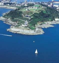 Pendennis Point, Falmouth, Cornwall - Take some sandwiches, sit on the rocks and enjoy the view Cheap Luxury Hotels, Best Hotels, Falmouth Beach, Falmouth Cornwall, Devon, Once A Marine, Book A Hotel Room, Hotel Packages, British Isles