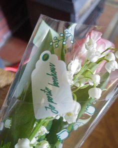 Je porte #bonheur. Geluksboeket van de plaatselijke slager in #bohan. #lelietjesvandalen #meiklokjes #flowers #shoppinglocal #poweredbyrenee