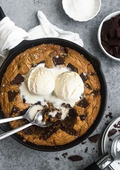 This brown butter chocolate chunk skillet cookie is simply divine! The brown butter adds a rich, nutty flavor which complements the soft, melt in your mouth texture of the skillet cookie beautifully. With large chunks of chocolate in each bite, this fragrant and super flavorful treat will satisfy any cookie cravings | nourishedendeavors.com #bestdesserts #foodphotography Best Sugar Cookies, Sugar Cookies Recipe, Yummy Cookies, Delicious Cookie Recipes, Easy Cookie Recipes, Best Chocolate Desserts, Fun Desserts, Skillet Cookie, Chewy Chocolate Chip Cookies