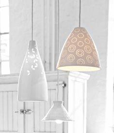 Deckenleuchte aus Porzellan mit filigraner Prägung - Feine Accessoires aus Porzellan - [LIVING AT HOME]