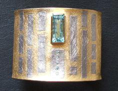 Esclava d'or i pal·ladi amb una aiguamarina i diamants blaus