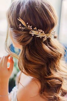 24 Timeless Wedding Hairstyles For Medium Length Hair ❤ See more: http://www.weddingforward.com/wedding-hairstyles-medium-hair/ #weddings #hairstyles