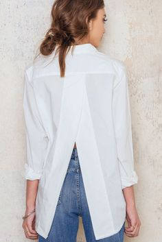 The white shirt with a twist! The Disarm Shirt is oversized with raw edges at the collar and overlapping split back. Style it with flare jeans and sneakers for a perfect everyday look.