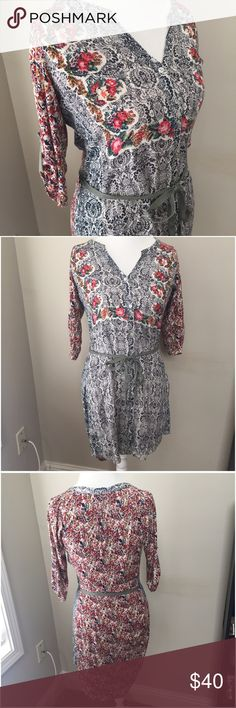 Anthropologie Tiny Rose Floral Tunic Top W belt Gorgeous floral rose printed Tunic with belted detail by Tiny from Anthropologie. Belt is removeable. Size small. Excellent condition with no flaws. ❤No trades or holds. I accept reasonable offers. I only negotiate through the offer button. I do not model. 🚭🐩B3 Anthropologie Tops Tunics