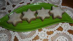 Makové hviezdičky s citrónovou polevou Dog Bowls, Tray, Pudding, Kitchen, Desserts, Food, Basket, Tailgate Desserts, Cooking