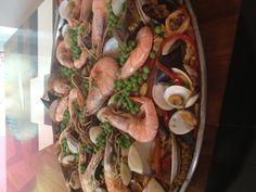 Paella elaborada por Alejandra Santos de Esteve! Deliiii Paella, Shrimp, Meat, Food, Restaurants, Meals, Yemek, Eten