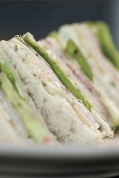 Annabel Langbein - Ham and Egg Club Sandwiches. A simple, classic and delicious combination! Ham And Egg Sandwich, Toast Sandwich, Sandwich Shops, Sandwiches For Lunch, Soup And Sandwich, Wrap Sandwiches, Light Recipes, Egg Recipes, Cooking Recipes