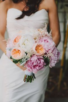 peony and garden rose bouquet - photo by The Hearts Haven http://ruffledblog.com/pastel-glam-wedding-at-las-smogshoppe #weddingbouquet #flowers #bouquets
