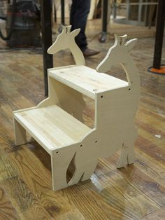 giraffe kid's footstool