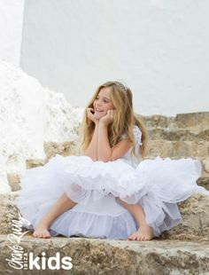 Our First Communion collection will turn every little girl into a princess. Adlib Ibiza Fashion for the youngsters too Barefoot Wedding, Barefoot Girls, First Communion Dresses, First Holy Communion, Little Girl Photography, Children Photography, Wedding Poses, Wedding Dresses, Fotografia Tutorial