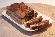 Speciaal voor de kerst heb ik deze heerlijke koolhydraatarme marmercake gemaakt. Een marmercake is een cake met een gestreept of gevlekt uiterlijk, zoals marmer. Dit uiterlijk krijg je door een licht en donker beslag voorzichtig met elkaar te mengen.