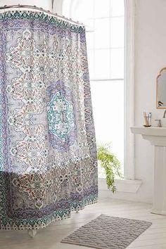 Rideau de douche à motif d mosaïque et médaillon Anza Plum & Bow