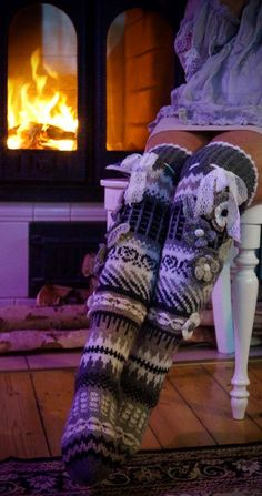 Crochet Sandals, Knitted Slippers, Crochet Slippers, Knit Crochet, Knitting Socks, Hand Knitting, Knit Leg Warmers, Cool Socks, Diy Clothing