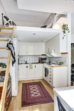 Most Design Ideas 40 Genius Studio Apartment Ideas Decorating On A Budget Pictures, And Inspiration – Reconhome Inspection Small Space Living, Small Rooms, Small Spaces, Micro Apartment, Tiny Apartments, Beautiful Kitchen Designs, Beautiful Kitchens, Home Design, Home Interior Design