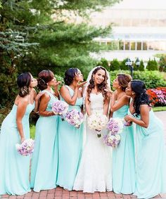 Colorful wedding party style inspiration || Photography: @vinnydphotography