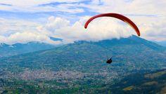 Paragliding - Parapente Ibarra - Ecuador Disfutando de los hermosos paisjes de la sierra Ecuatorina.