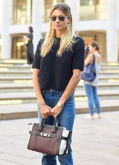Jessica Hart wearing a Coach Swagger bag. New York Fashion Week, Spring Stylish Eve, Street Style 2018, Street Styles, Clothes Encounters, Celebrity Style Inspiration, Style Ideas, Street Trends, Casual Outfits, Fashion Outfits