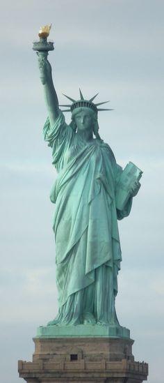 La Statue de la Liberté, à New York, depuis le ferry pour Staten Island #N                                                                                                                                                                                 Plus