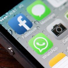 Aplicativos em celular do tipo iPhone mostram WhatsApp e Facebook (Foto: getty images)