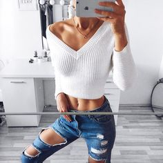 Love this combo💕 #rippedjeans #fit #ootd #croptop #pullover #abs #fashion #tanned