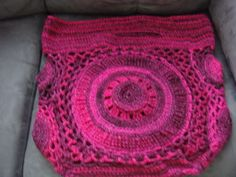 Last of the crochet totes made from the Feb/March 2014 issue of Crochet Today magazine.  Pattern by Kristin Omdahl.