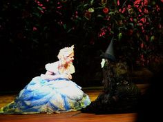 Lucy Scherer (Glinda) and Sabrina Weckerlin (Elphaba) as alternate in the Stuttgart production.