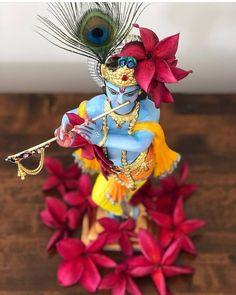 जय श्री राधे राधे श्री कुंज बिहारी श्री राधे राधे 🙏 #radhakrishna #lordkrishna #bankebihari #vishnu #Radhastami #mathuravrindavan #barsana #nandgaon #premmandir #narayan #hari #venkatesh #lord #tirupati #spirituality #bhakti #vrindavan #radharani #krishnamurti #shreekrishna #harekrishna #jagannath #dwarkadhish #BhaktiSarovar Iskcon Krishna, Shree Krishna, Radhe Krishna, Cute Krishna, Krishna Art, Lord Krishna, Krishna Lila, Krishna Bhagwan, Radha Rani