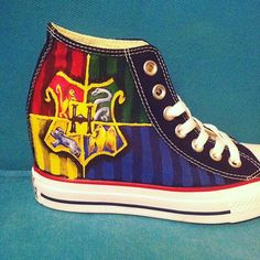 Hand Painted Harry Potter Shoes Hogwarts von YourSoleExpression