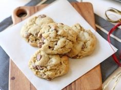 Cream Cheese Chocolate Chip Cookies *Kat says: Mmmmmm! Beaux Desserts, Just Desserts, Delicious Desserts, Dessert Recipes, Yummy Food, Delicious Cookies, Healthy Cookie Recipes, Healthy Cookies, Healthy Sweets