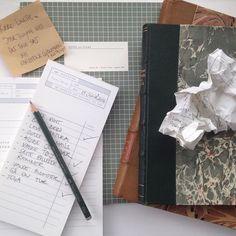 Jeg vandt dette smukke og praktiske sæt bestående af en notesbog og to notesblokke fra @kartotek på @copenhagennotes instagram for noget tid siden takket være skønne @mettekirstinebrinch - Tusind tak alle sammen. Det er allerede flittigt i brug her på mit hjemmekontor.     #copenhagennotes #kartotek #notesbog #notesblokke #todolist #kvadratiskpraktiskgodt #hjemmekontor #kontor #stylingbylinetteklitgaard @linetteklitgaard #officesetting #kontorstyling #props #regi #homeoffice #notebook…