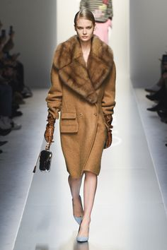The complete Ermanno Scervino Fall 2018 Ready-to-Wear fashion show now on Vogue Runway.