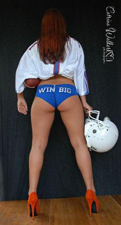 Wish my ass looked that good :) Florida Gators Football, Gator Football, Spirit Wear, University Of Florida, Old Florida, Tennessee Volunteers, Sport Girl, Cheerleading, Thighs
