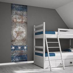 Muurstickers met sterren zijn helemaal hip voor de kinderkamer. Dit muursticker paneel van 75 x 260 cm is geprint op zelfklevend textiel en het ontwerp geeft het idee van een roestige ijzeren plaat. De naamsvermelding maakt het helemaal af.