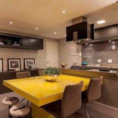 """1,133 curtidas, 12 comentários - Clara Quadros • ARQUITETA (@arqui_decore) no Instagram: """"Boa noite com esse projeto lindo! 💖💖 • Por @moniserosaarquitetura • #cozinha #kitchen #bancada…"""""""
