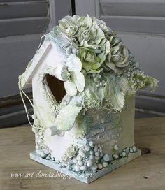 Dorota_mk (Dorota (Kopeć) Kotowicz: W Grecji nie próżnowałam. Bird Crafts, Easter Crafts, Diy And Crafts, Bird Houses Painted, Bird Houses Diy, Shabby Chic Birdhouse, Birdhouse Craft, Birdhouses, Homemade Bird Houses