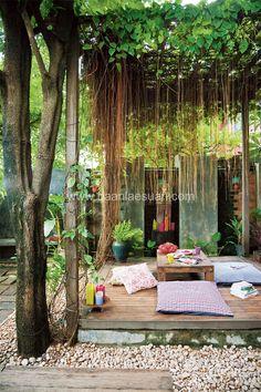 การเลือกใช้ไม้เลื้อยอย่างม่านบาหลีช่วยจัดสรรพื้นที่ในสวนได้เป็นอย่างดี