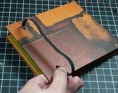 How to make an elastic closure for notebooks.