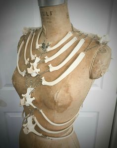 Second payment for Ka First payment Bone Chain Harness Corset Larp, Character Inspiration, Character Design, Style Inspiration, Conquest Of Mythodea, Mode Alternative, Bone Crafts, Bone Jewelry, After Life