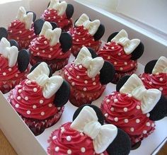 mini mouse cupcakes!! i should wear my disney mini mouse ears while baking them!