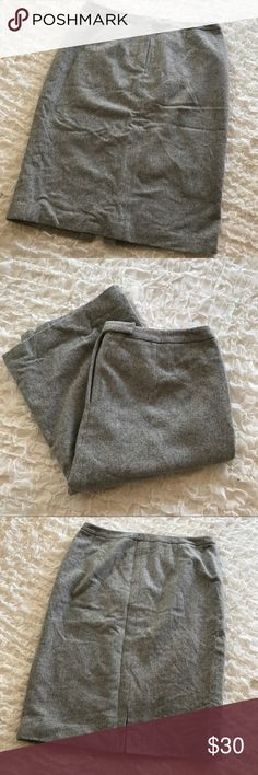 "Ralph Lauren Plus Size Gray Wool Skirt Size 16 Lauren by Ralph Lauren wool blend skirt, patterned gray. Women's size 16. In great condition. About 18"" across waist & 27"" length. Lauren Ralph Lauren Skirts Pencil"