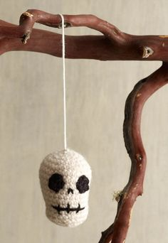 Try this fun and easy crochet skull tree ornament for a spooky decoration this fall. | shop supplies @joannstores