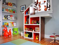 Cool bookshelf idea for kids