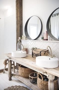 Rachel Stylist, ihr Interieur macht Träumer zu In. Bad Inspiration, Bathroom Inspiration, Home Interior, Interior Design Living Room, Cottage Style Bathrooms, Rustic Wooden Table, Bad Styling, Bathroom Styling, Small Bathroom