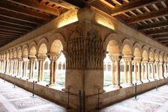 """En esta preciosa imagen de """"Diario de un fotógrafo nómada"""", podemos admirar una panorámica de El Monasterio de Silos, que llegó a ser uno de los Centros más importantes después de Santiago."""
