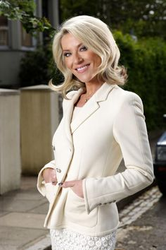 Vanessa Gold (Max's love interest while he was divorced from Tanya) Played by Zöe Lucker.