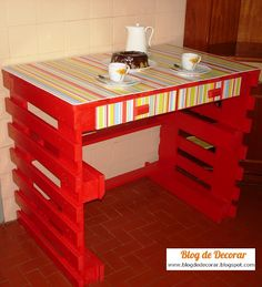 Cheap Home Furniture Ideas with Wooden Pallets Pallet Side Table, Pallet Desk, Pallet Furniture, Cheap Home Furniture, Cheap Home Decor, Palette Projects, Bois Diy, Wooden Projects, Wood Pallets